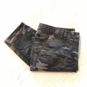 LOFT Camo Skinny pants. Grey and black